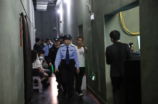 百色警方捣毁4个组织卖淫团伙 抓获违法行为人员80人