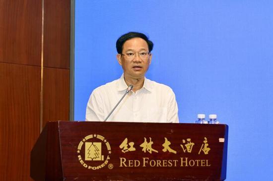 自治区工商局局长冯学军在会上发表讲话 杨彪/摄