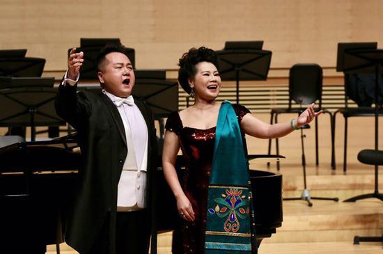慕林林携手青年男高音歌唱家陈苏威同台演唱