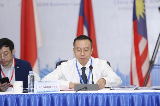 中国—东盟技术转移中心副主任、广西壮族自治区科学技术厅副厅长蹇兴超致辞