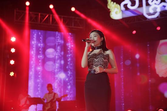 柬埔寨新年演唱会三天人气空前 中柬青年共同唱响友谊之歌