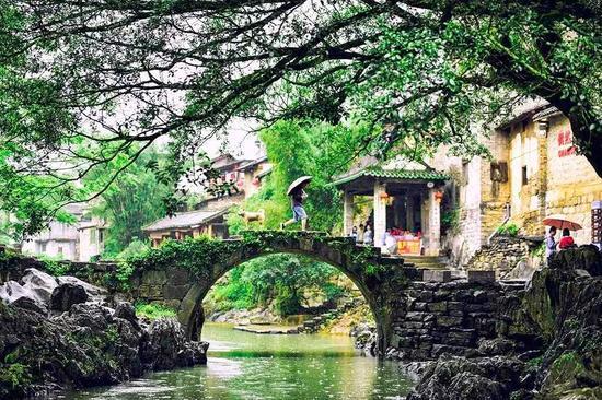 广西有座千年小城!山水比桂林还美 古镇比凤凰静谧
