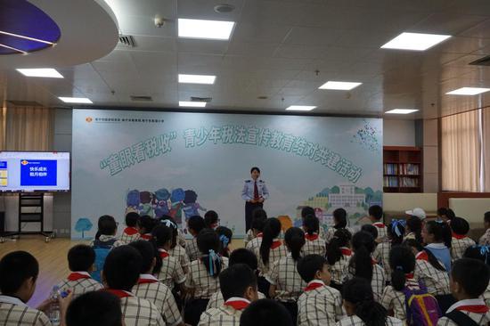 青少年税法学堂活动现场(李洁摄)