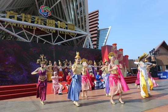 开园仪式,充满东南亚风情的舞蹈表演