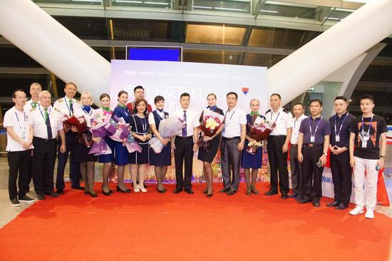 俄罗斯乘务人员安全抵达南宁吴圩机场 张凌晨/摄