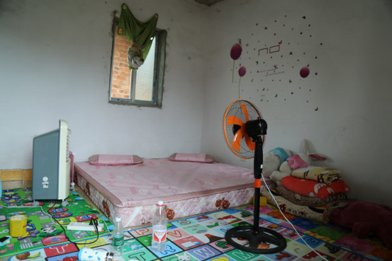 滕润鑫夫妻俩的房间。摄/黄媛