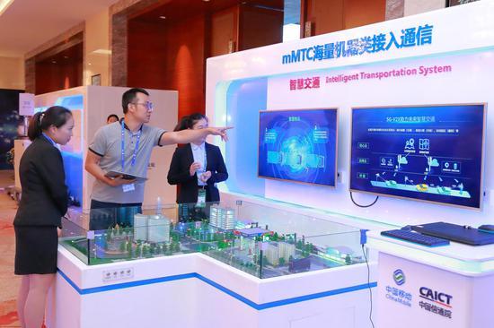 走进中国—东盟博览会:在第15届中国-东盟博览会上,广西移动展示基于5G的智慧交通应用