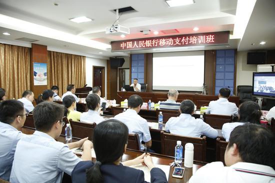 人民银行桂林市中心支行到邮储银行桂林市分行开展移动支付培训