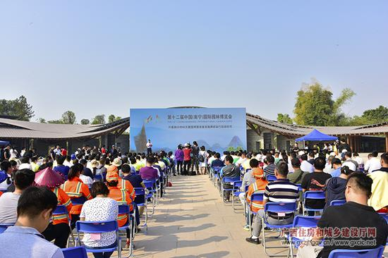 10月8日,第十二届中国(南宁)国际园林博览会开幕式倒计时60天暨园博园设备设施调试运行启动仪式在南宁园博园东大门主入口广场举行