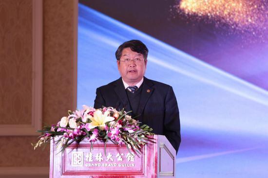 桂林银行党委书记、董事长王能上台致辞