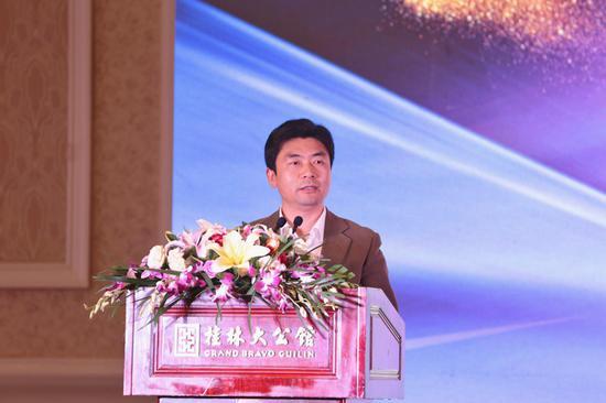 桂林市委副书记白松涛上台致辞