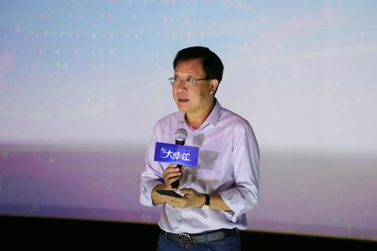 新浪广西总经理杨少峰正在致辞。