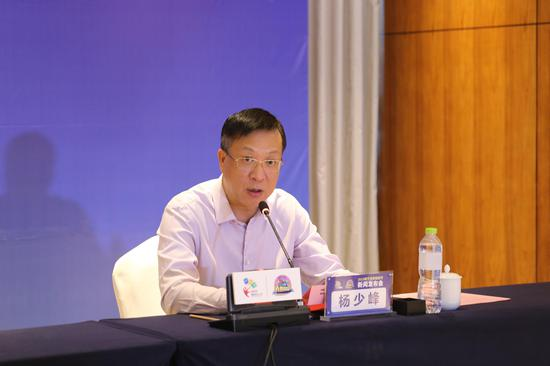 新浪广西总经理杨少峰回答记者提问