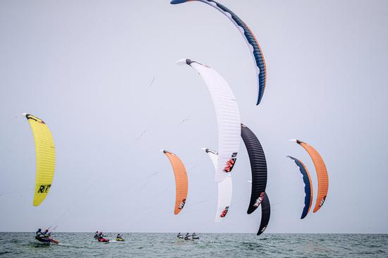 好风正当时 北海风筝板比赛扬帆看少年