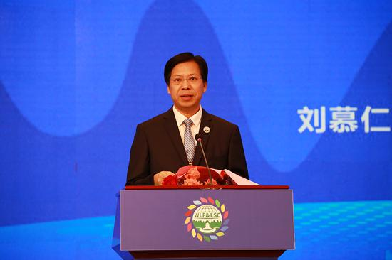 广西壮族自治区政协副主席刘慕仁致辞。新浪广西 黄媛/摄