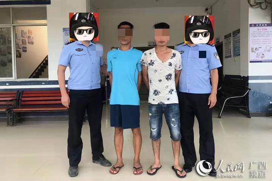 图为警方抓获吸毒人员