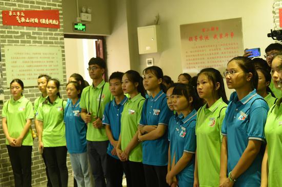 学生参加韦拔群纪念馆