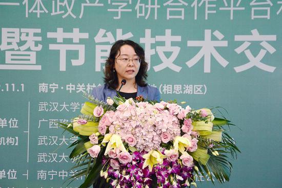 自治区科技厅副厅长王蓓致辞 陈梓予/摄