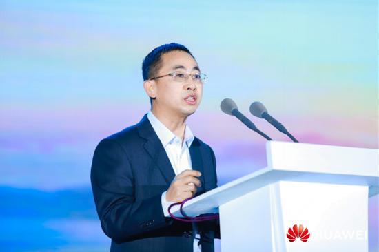 (华为公司高级副总裁、Cloud&AI产品与服务总裁侯金龙致辞)
