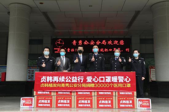 3万个口罩捐赠青秀区公安分局,张彬副局长,张世春办公室主任等代表接收捐赠物资
