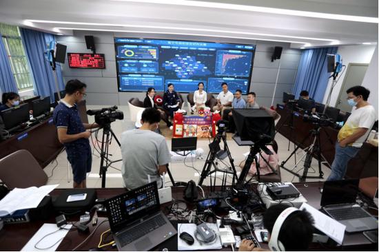 """南宁电动车火灾防范主题直播活动为网友""""带货""""消防安全"""