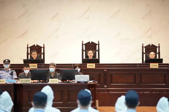 ▲南宁市中院刘振华专委担任审判长