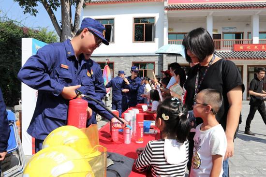 """南宁消防支队加强消防安全宣传力度 筑牢安全""""风景线"""""""