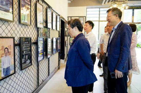 钦州市委常委、宣传部部长郑娟到新浪广西考察调研