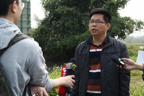 农林水利局副局长杨茂柏在介绍田园风光区的五大亮点 韦芳婷/摄