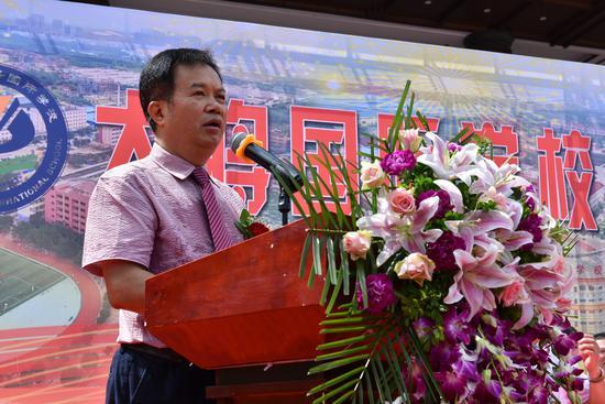 学校董事长李荣坚发言