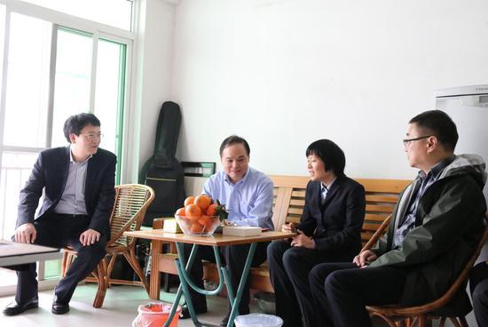 中国邮政集团公司副总经理张荣林到邮储银行广西区分行慰问