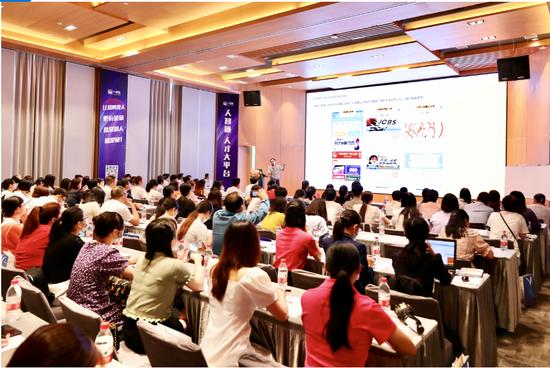 在广西南宁,一家科技型企业举办一场别开生面且带有公益性质的线下人力资源公开课。(刘嘉恒 摄影)