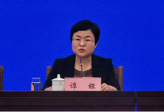 自治区财政厅党组副书记、副厅长谭娅在发布会上回答记者提问