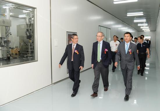 崔屹创办的Amprius在无锡的电池厂开业。受访者供图