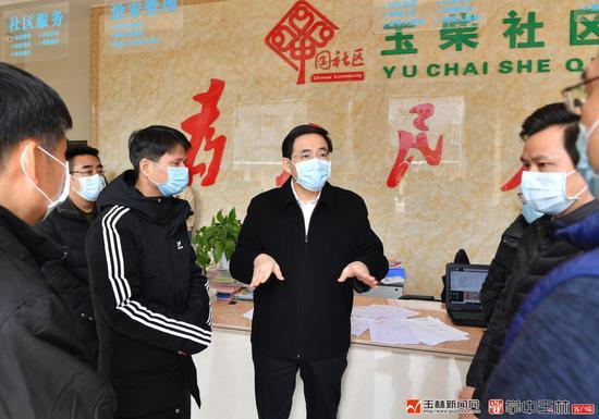 黄海昆在玉林城区检查指导新型冠状病毒感染的肺炎疫情防控工作