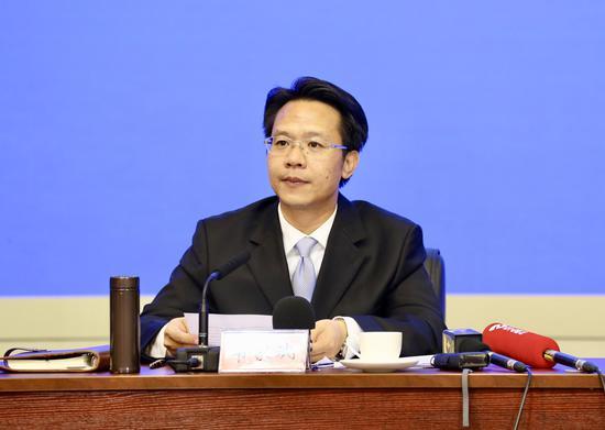 """南宁市委组织部副部长韦家斌介绍南宁""""1+6""""人才政策"""