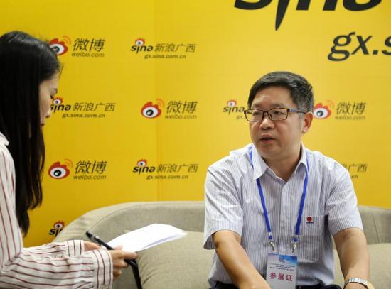 中信大锰矿业有限责任公司崇左分公司副总经理李华成接受采访