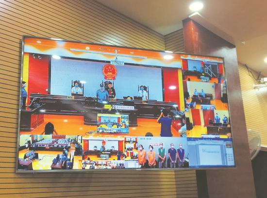 江南区法院以远程视频方式公开宣判 本报记者陆增安摄