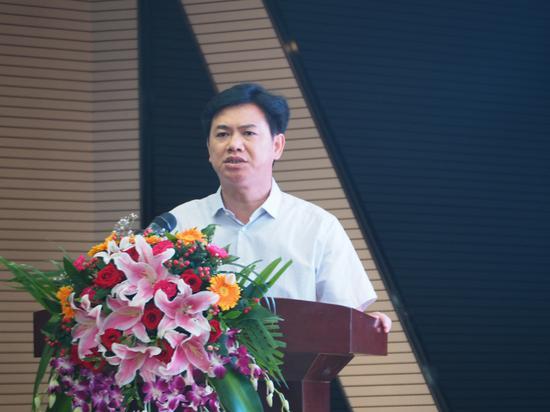 天峨县人民政府县长黄正华宣布龙滩珍珠李上市
