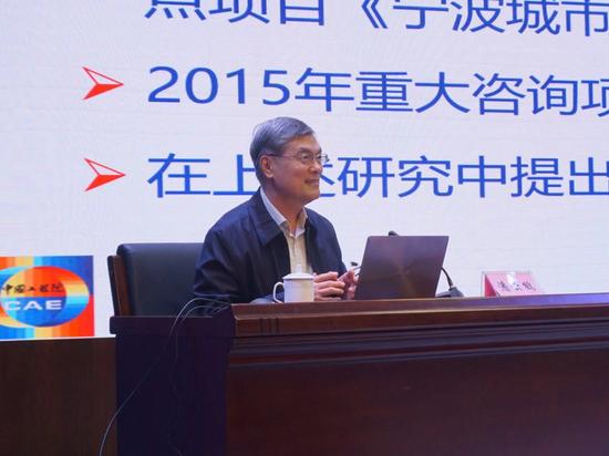 中国工程院原常务副院长潘云鹤院士作主题报告