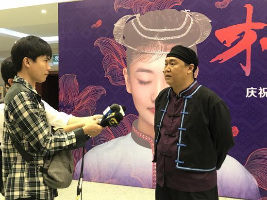 """广西著名歌手李直出演""""歌王爷爷""""接受媒体采访"""