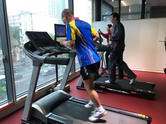 健身房可供跑步健身
