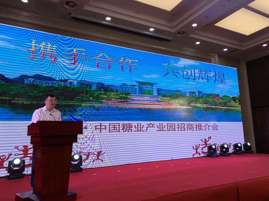 中共崇左市委常委、常务副市长蓝晓在推介会上致辞 (刘琦/摄)