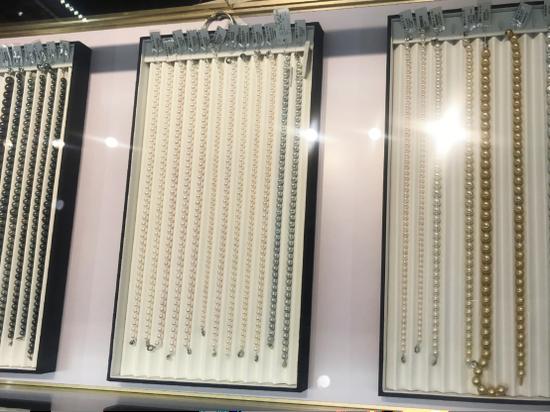 北海国际珍珠展上的产品 龙真/摄