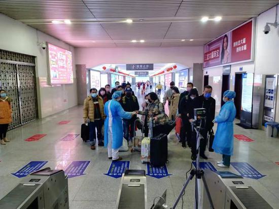广西移动钦州分公司在钦州东站出站口布设了广西首台移动5G热成像测温设备