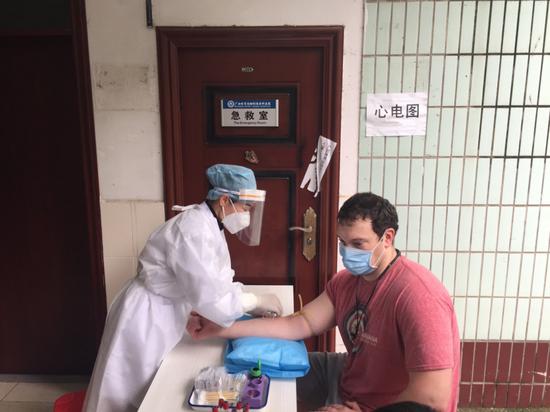 江南训练基地组织开展新冠病毒抗体检测工作