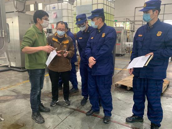 毛志毅处长率消防服务党员突击队开展服务指导