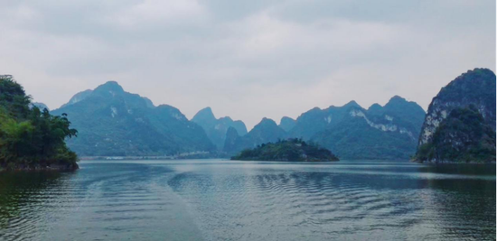 """""""中国的下龙湾""""——上林大龙湖 周柳盈/摄"""