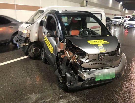 台风光顾第一天|南宁早高峰接连发生两起车辆事故