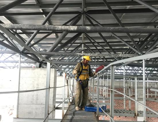 ▲建设中的宾阳站新站房